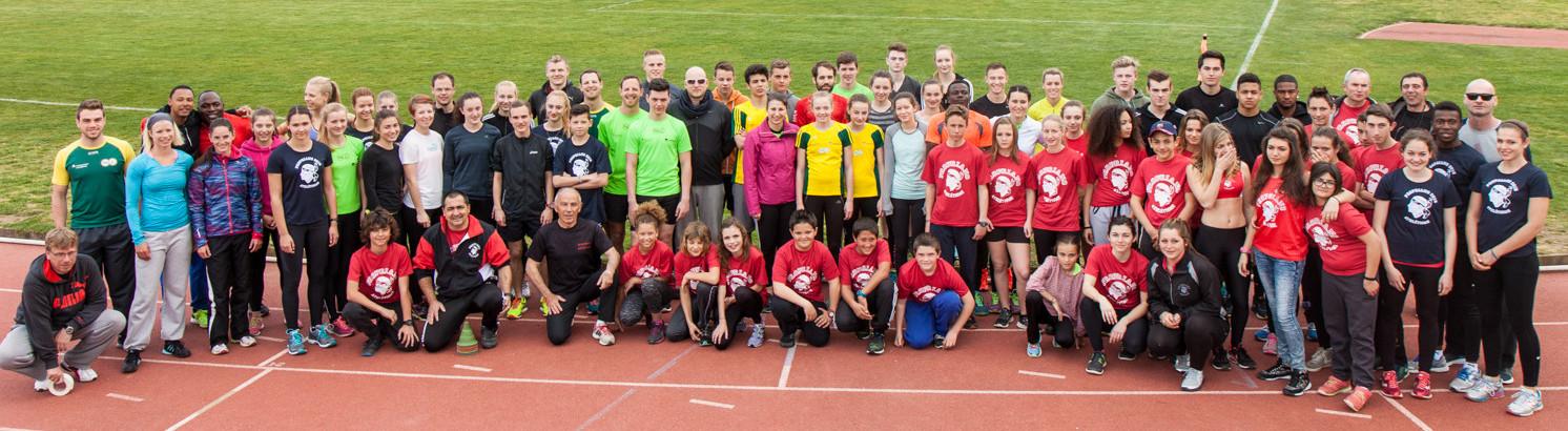 Gruppenbild mit Athleten des Leichtathletikclubs aus Propriano